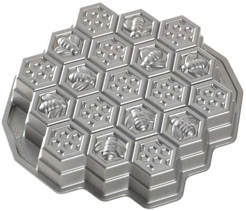 Nordic Ware Nonstick Cast Aluminum Pull-Apart Honeycomb Baking Pan
