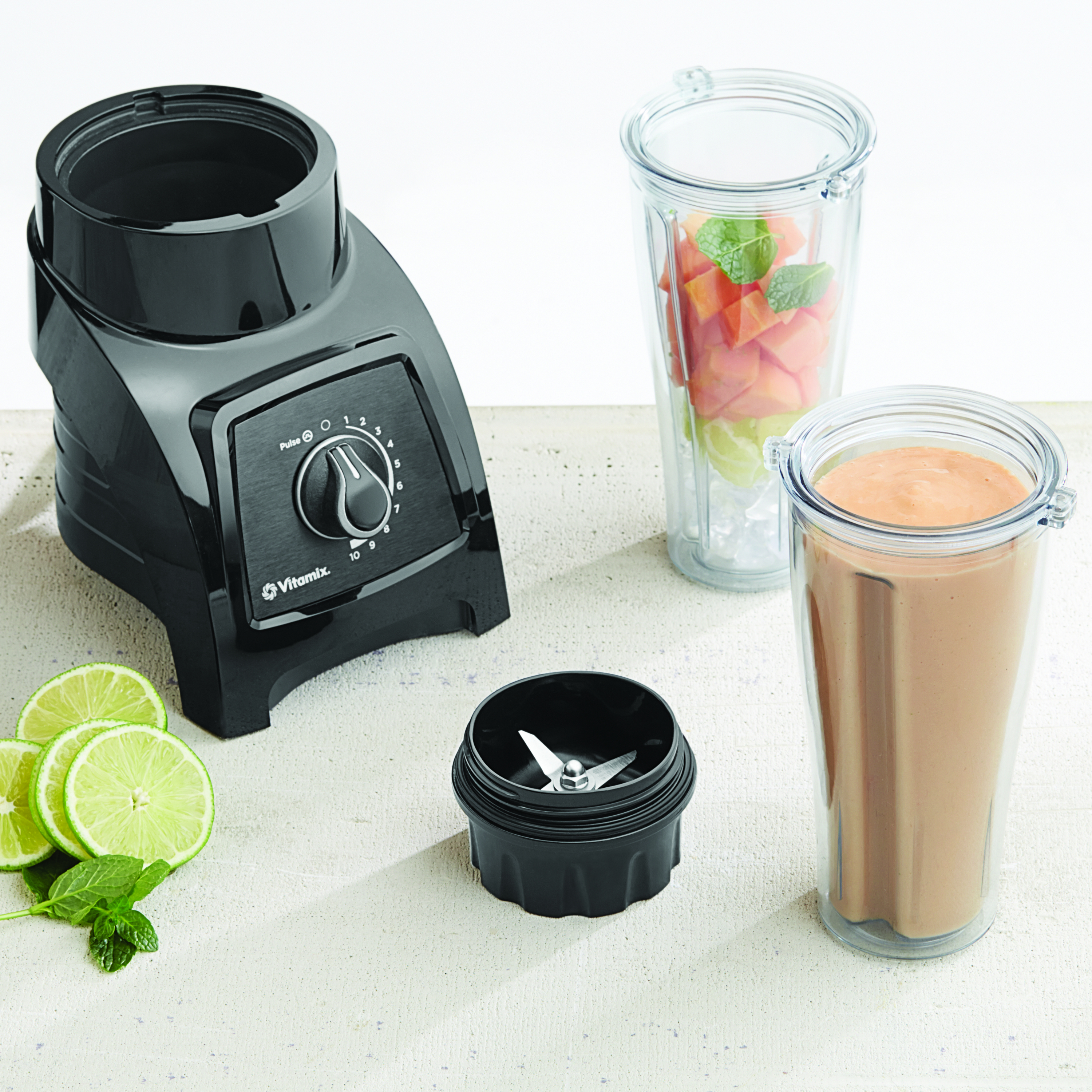 Vitamix S30 Black Personal Blender with 1 Compact and 2 Portable To-Go Containers