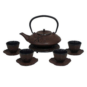 Japanese 40oz Red Brown Tetsubin with 4 Cups and Saucers